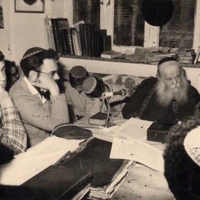 הרב צבי יהודה בשיעור